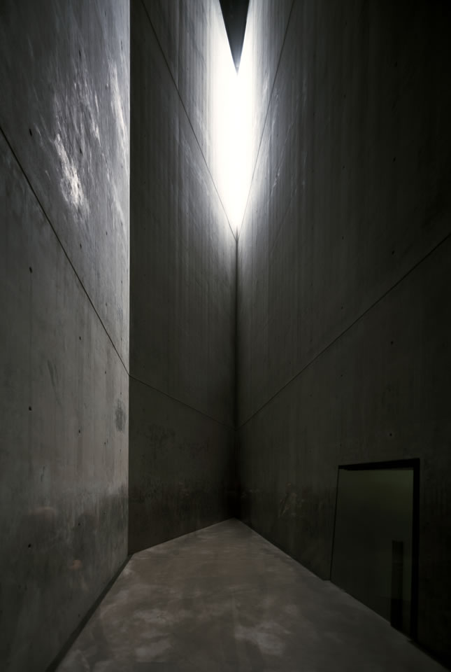 Daniel Libeskind, Jewish Museum, Berlin[link]/current/daniel-libeskind2.html[/link]