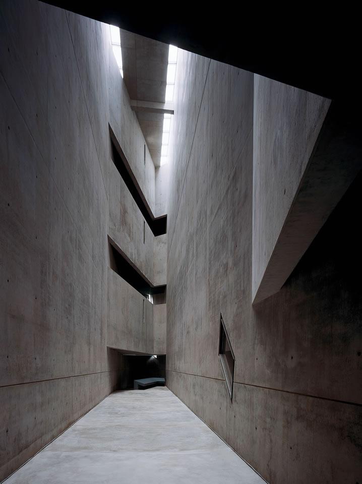 Daniel Libeskind, Jewish Museum, Berlin[link]/current/daniel-libeskind.html[/link]